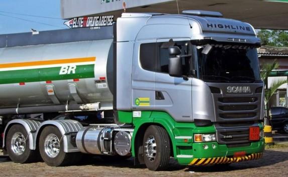 Resultado de imagem para caminhões de Diesel petrobras