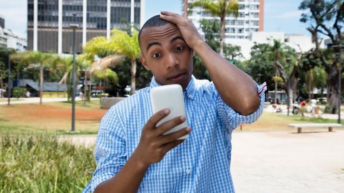 celular-smartphone-bateria-desespero-panico-mensagem-whatsapp-1542287220896_v2_900x506