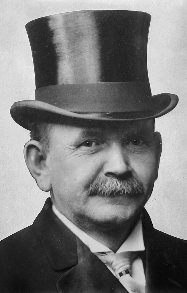 Austin_Lane_Crothers,_photograph_of_head_with_top_hat